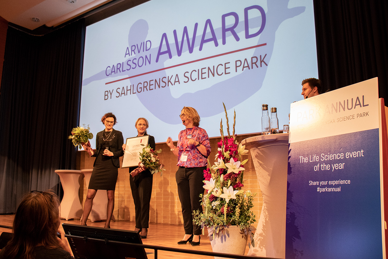 The founders Kristina Lagerstedt and Susanne Staaf on stage to recieve the award.